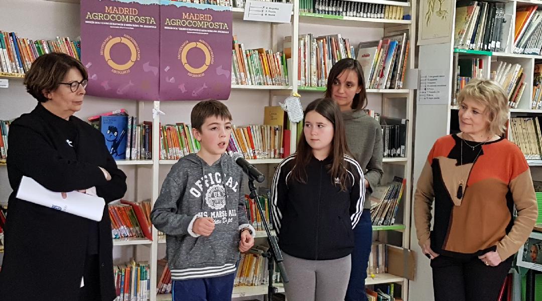 Inés Sabanés, concejala de Medio Ambiente y Movilidad del Ayuntamiento de Madrid, en la presentación del proyecto realizada en nuestro colegio ante todo los medios de comunicación.
