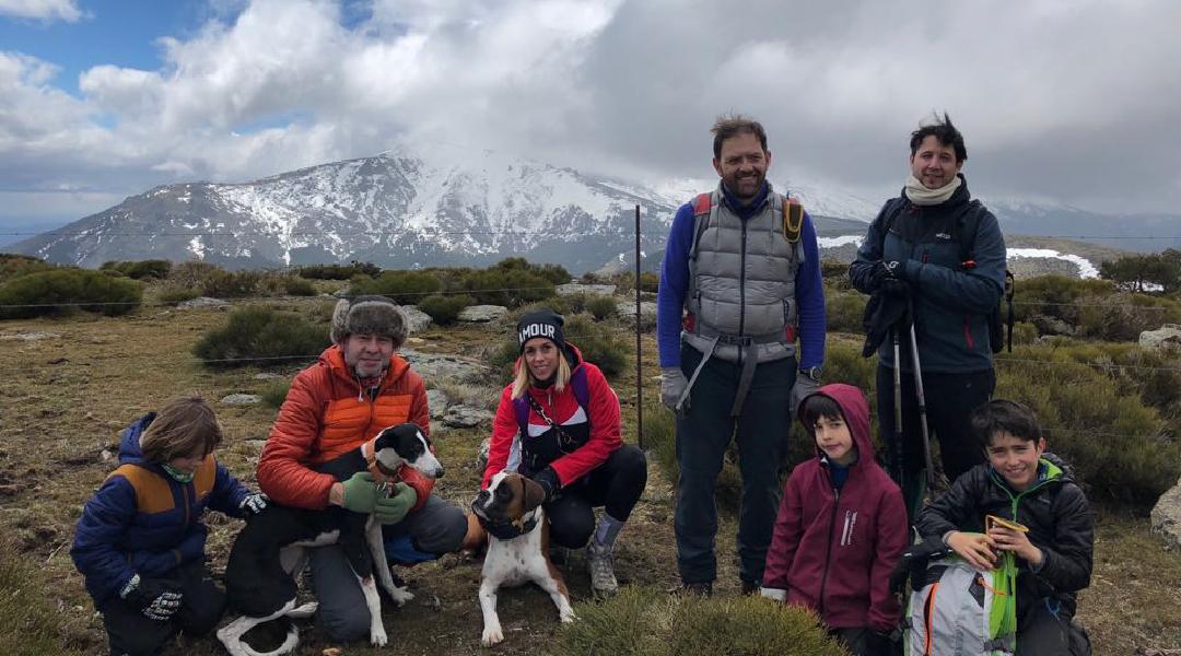 El grupo fotografiado por Asun en el pico la Genciana.