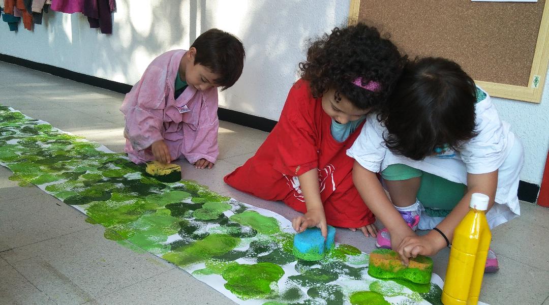 Hacemos el fondo del perchero con diferentes tonos de verde