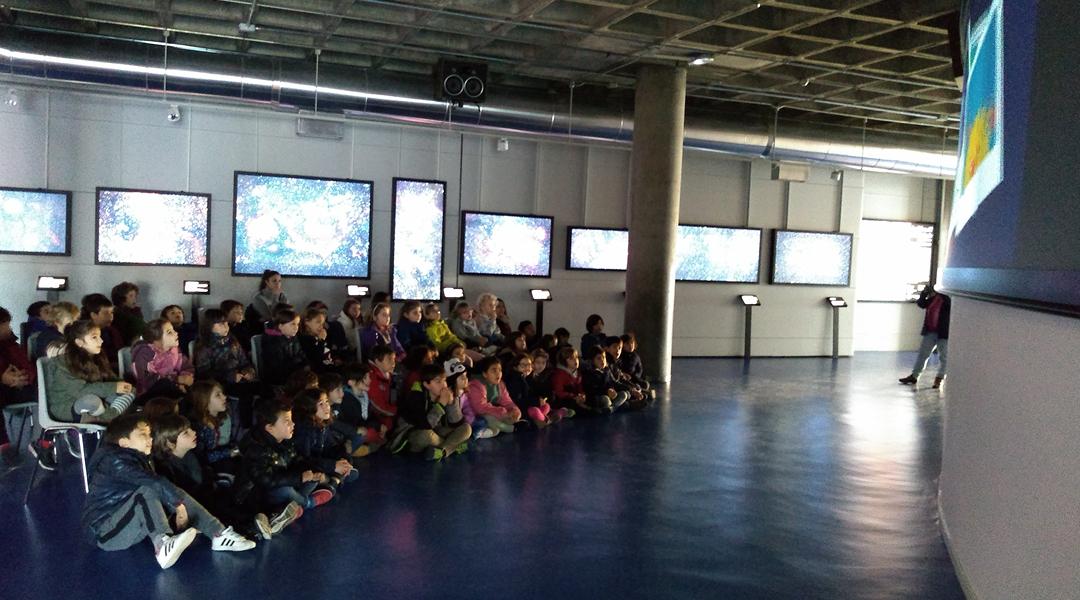 Segundo visita el Planetario